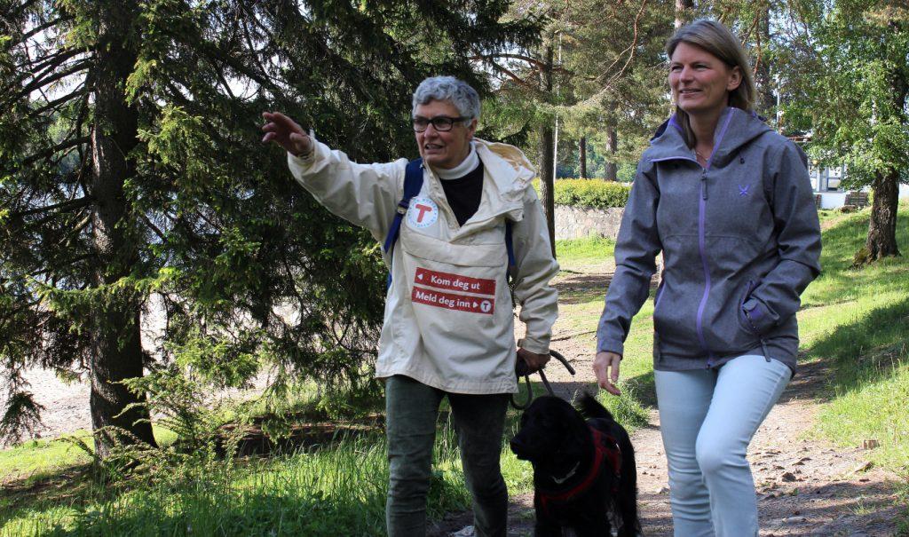 Randi Larsen i Asker turlag (t.v.) og Asker-ordfører Lene Conradi. Foto: Silje Pileberg